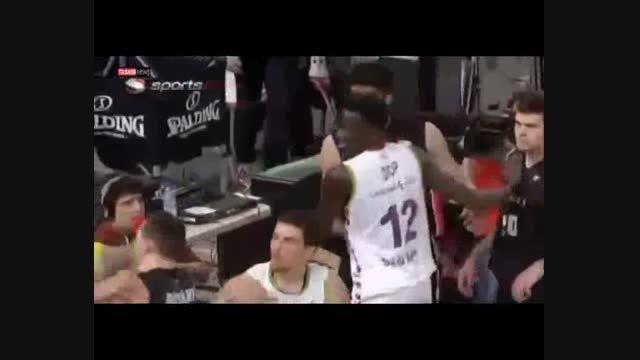 زد و خورد شدید بازیکنان در لیگ بسکتبال اسپانیا