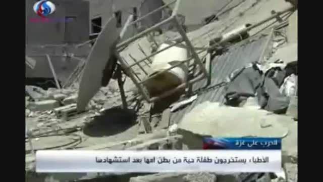 نجات جنین از زیر آوار در غزه