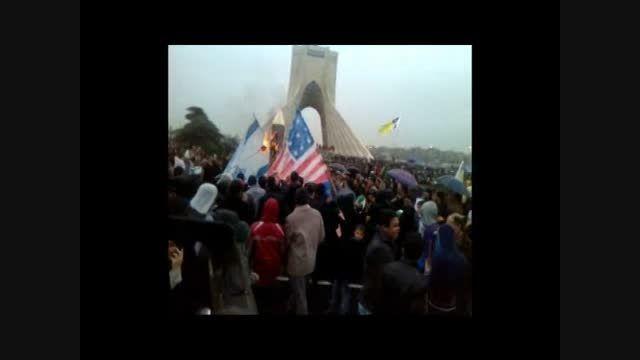 اتش زدن نماد شیطان در راهپیمایی 22 بهمن تهران