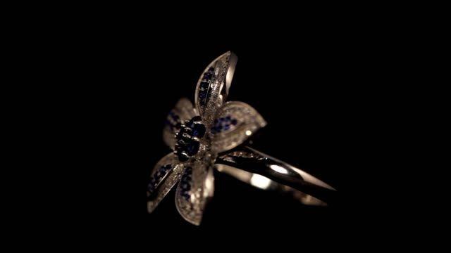انگشترهای نقره نگین برلیان اتمی روکش طلا سفید