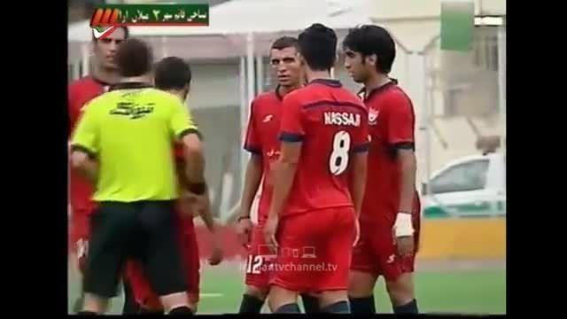 سوتی عجیب داور در مسابقه فوتبال در ایران
