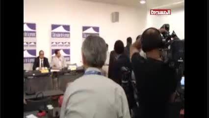 پرتاب کفش به سمت هیئت انصار الله در ژنو