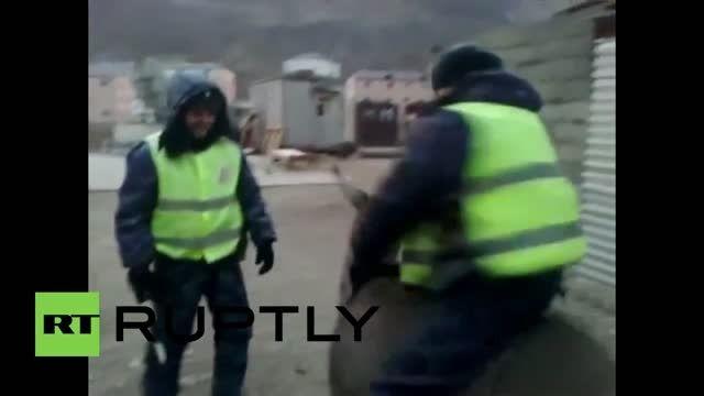 خربازی افسر پلیس در روسیه سوارکاری پلیس خر سواره