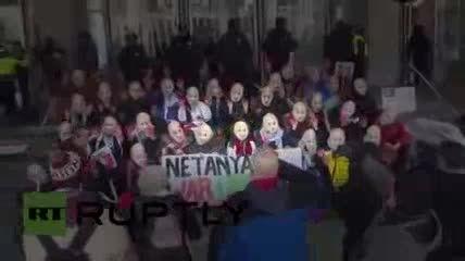 تظاهرات علیه نتانیاهو در مقابل مجمع آیپک