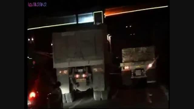 جولان شبانه کامیون ها در بزرگراههای تهران+فیلم کلیپ