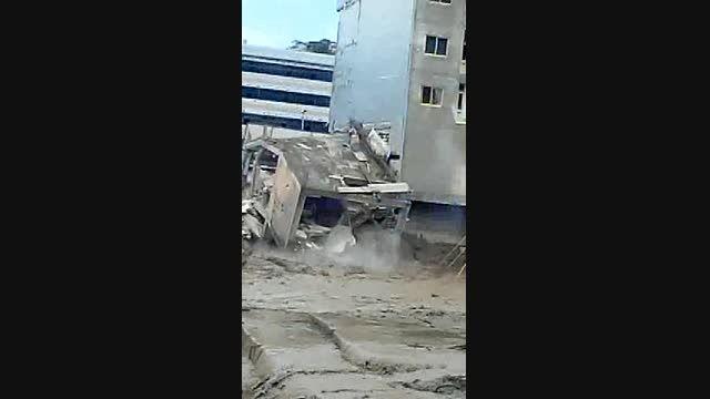 تخریب ساختمان ۵طبقه از  نمای پشت