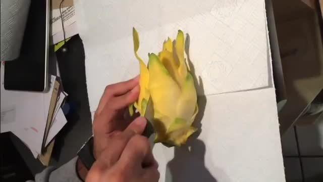 اموزش پوست کردن میوه درگون (درگون فروت)