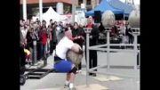 افتادن سنگ روی شرکت کننده قویترین مردان