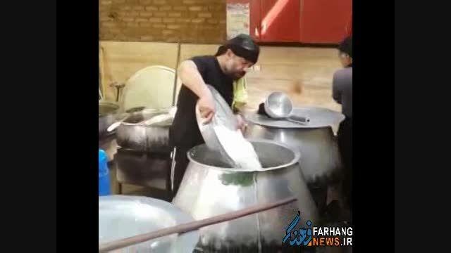 پختن نذری توسط حاج محمود کریمی