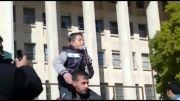 آواز زیبای کودک سوری در مورد سوریه و بشار اسد در میان تشویق های مردم سوریه