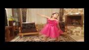 رقص زیبای دختر 4 ساله برای گربه ها