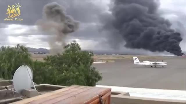 آتش گرفتن هواپیما در حمله جنگنده  سعودی به فرودگاه صنعا