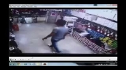 زدن شمشیر داخل کفش فروشی در ایران در جا کشته میشود