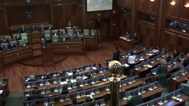 وقتى كه: نخست وزیر كوزوو در مجلس  هدف تخم مرغ قرارگرفت
