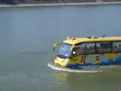 اتوبوس دو زیست آبی خاکی برای حمل مسافر ساخت کشور هند