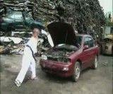 داغون کردن ماشین توسط رزمی کار