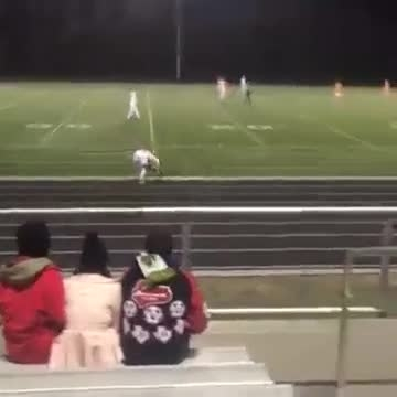 پرتاب کردن توپ فوتبال با دست :))