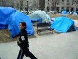 حمله پلیس زن امریکا با شوک برقی به معترضین
