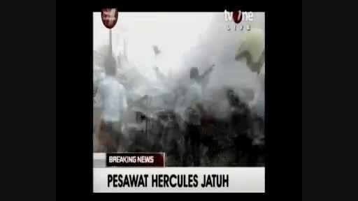 سقوط هواپیما در یک منطقه مسکونی در اندونزی + فیلم