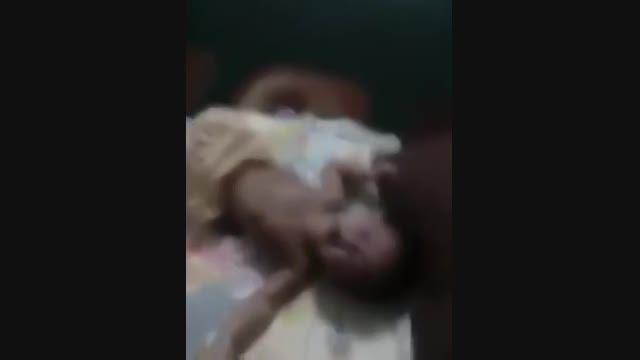"""شکنجه کودک 6 تا 7 ماهه به دلیل """"""""گریه کردن"""""""" !!!"""