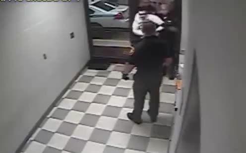 کشته شدن مرد بازداشتی توسط پلیس