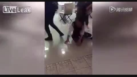ضربات وحشتناک خانم جوان به صورت دوست دختر شوهرش