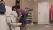 توی توالت فرنگی غرق شده بود =))