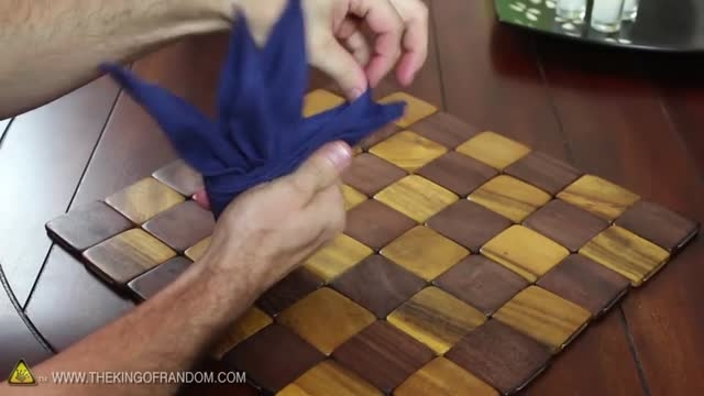 تزیین دستمال سفره مدل پرنده بهشتی