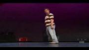 حرکات بسیار جالب و تماشایی یک پسر روی صحنه