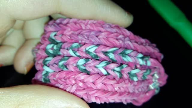 دستبند جدیدم که تازه با فانی بافت بافتم اختراع خودم