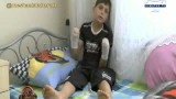 كودك سوریه ای با چهره ای معصومانه كه از ناحیه دو دست آسیب دیده است