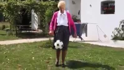 اینا مادربزرگ دارن ما هم مادربزرگ داریم...