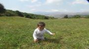 آقا ابوالفضل پرتلاش . کودک معلول ایرانی