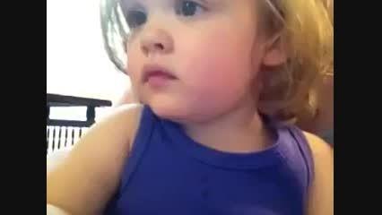 واکنش دختر بچه به شنیدن صدای مادرش یک سال پس از مرگ
