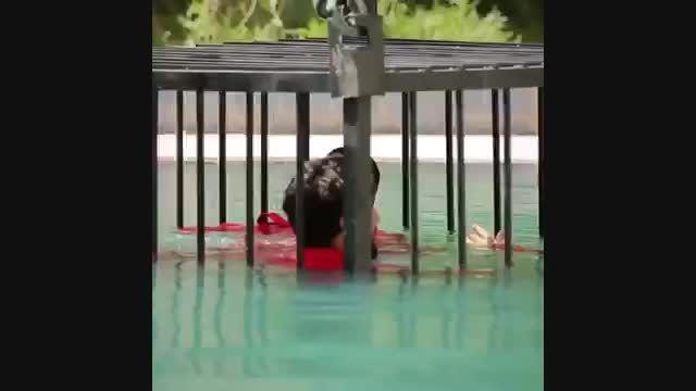 غرق کردن اسیران در قفس توسط داعش