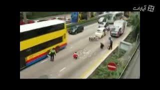 تصادف خودرو حمل پول و باران اسکناس