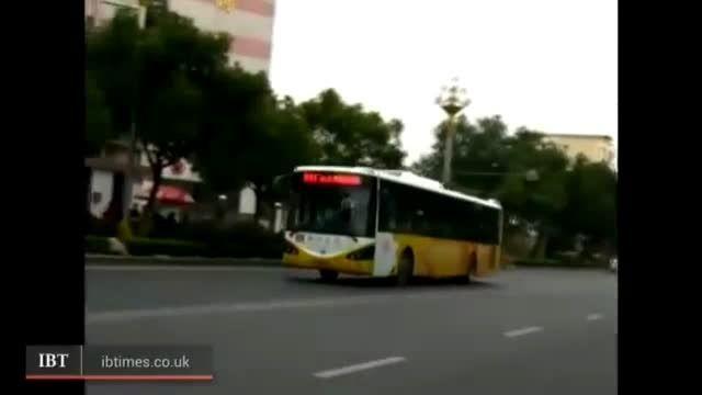راننده اتوبوس و مسافران مانع خودکشی زن جوان شدند