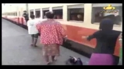 سوار شدن قطار در کشورهای جهان سومی