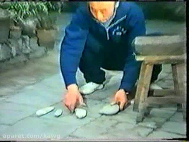 چی کونگ ووشو؛ شکستن قلوه سنگ با انگشت اشاره دست