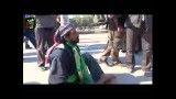 پیاده روی  مرد میانسال معلول با دست در اربعین به عشق امام حس
