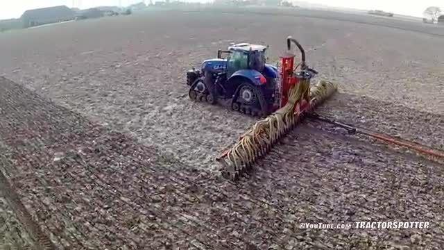 آبیاری زمین با تراکتور