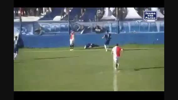 مرگ عجیب فوتبالیست آرژانتینی در زمین بازی