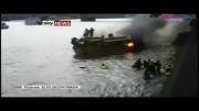 قایق آتش گرفت داخل رود تایمز پریدند