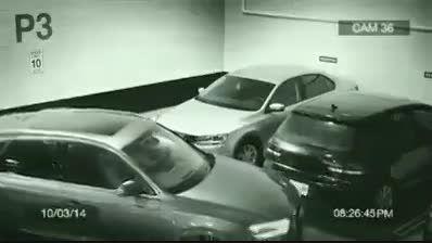 مقابله با مشکل کمبود جای پارک با پارک کردن روی دیوار