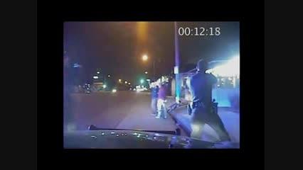 لحظه تیراندازی وحشیانه پلیس آمریکا به دو نوجوان بی گناه