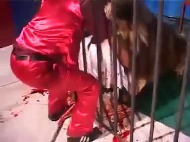 حمله  مرگبار شیر به انسان +18