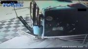 تصادف به شدت وحشتناک اتوبوس با سه عابر پیاده