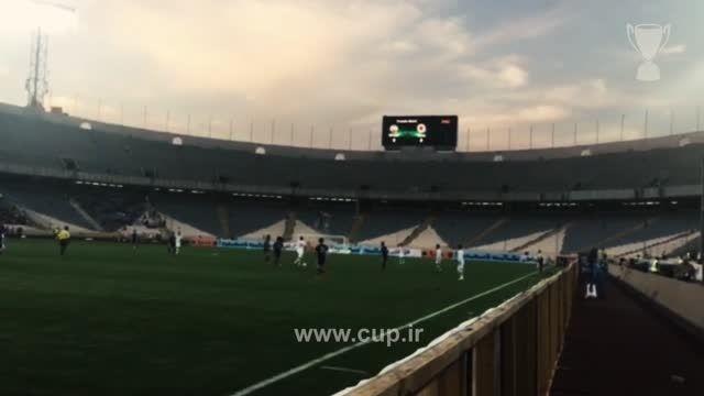 تشویق هادی نوروزی در دقیقه 24 بازی ایران - ژاپن