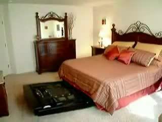 یه تخت ابر باکلاس برای اتاق خواب.....
