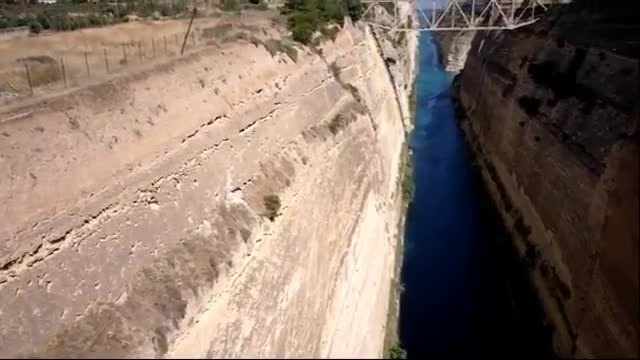 عبور کشتی از کانال Corinth یونان